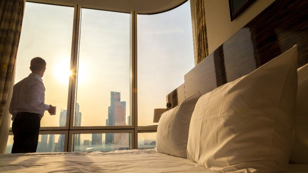 Placing Your Guests at the Center of the Hotel Experience Journey Stay With IoT-1